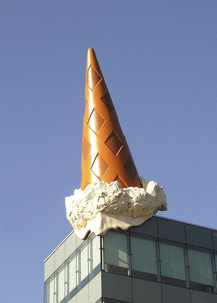 "Claes Oldenburg, ""Dropped Cone"", Colonia 2001"